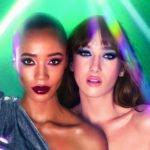 zwei frauen mit auffälligem make-up