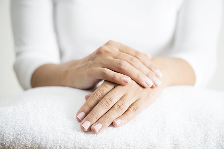 frau mit schönen händen