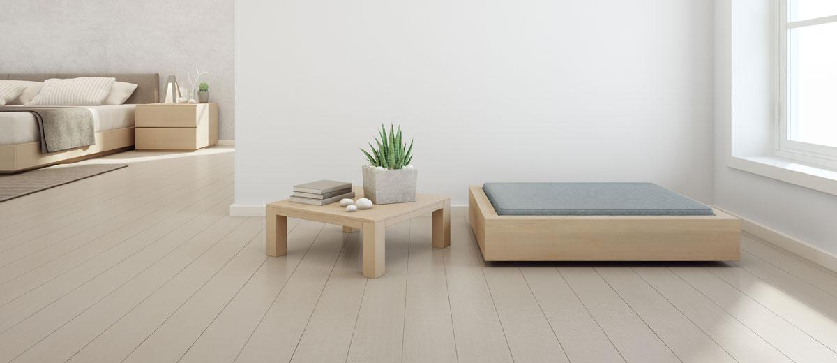 blick in einen minimalistisch eingerichteten wohnraum in natürlichen tönen