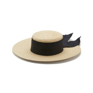 strohhut mit breiter krempe und schwarzem band