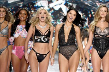 model bei der victorias secret runway show