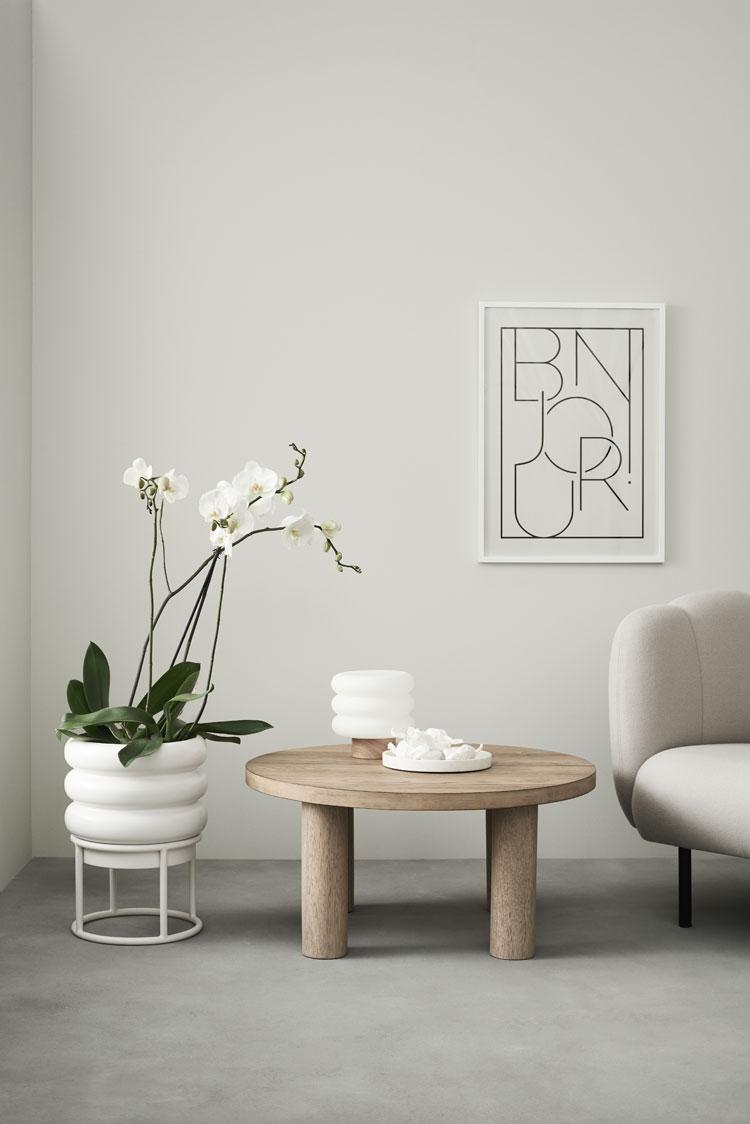 pressebild von h&m home zeigt minimalistische einrichtung im wohnzimmer