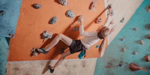 bouldern bouldern in einer hallein einer halle