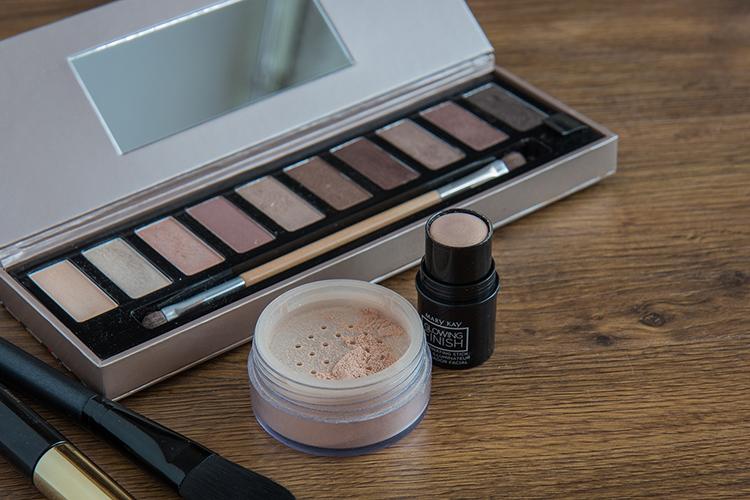 make-up auf dem tisch