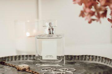 parfum auf kosmetiktisch