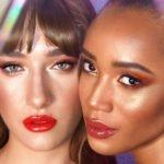 zwei frauen mit lipgloss