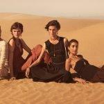 vier frauen im ethno-style in der wüste