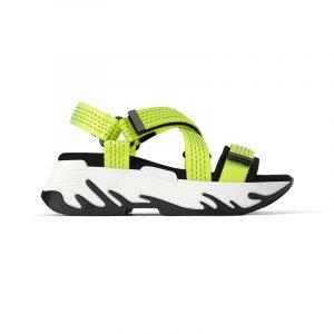 produktbild trekking-sandale mit weißer sohle und neongelben riemen