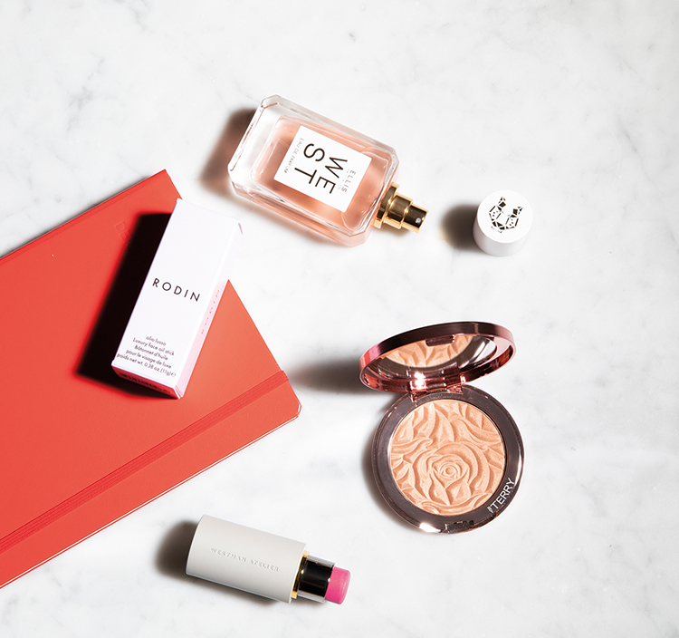 make-up-produkte flatlay