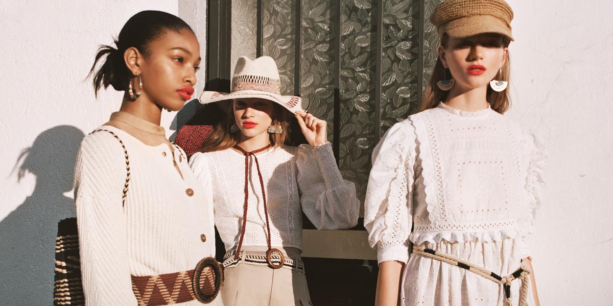 frauen in weißer kleidung mit accessoires