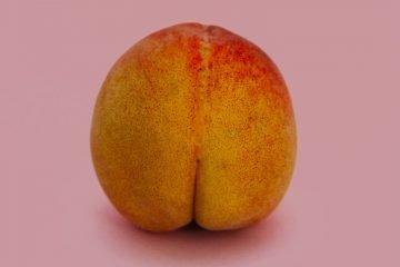 pfirsich der einem po ähnelt
