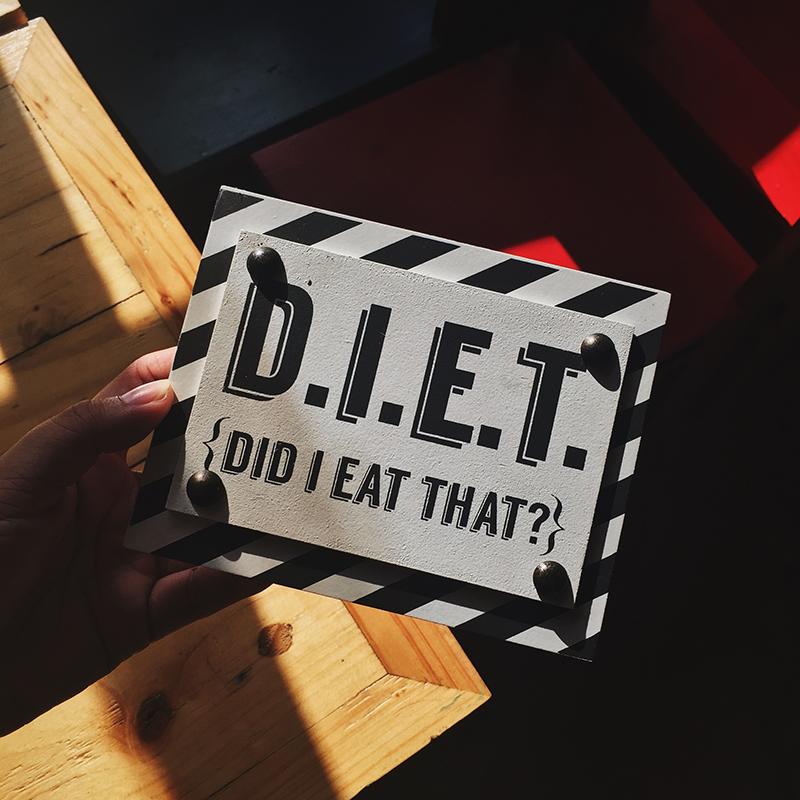 schild mit aufschrift diet
