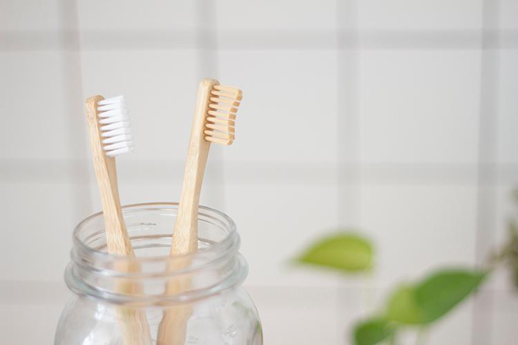 Bambus Zahnbürsten im Glas