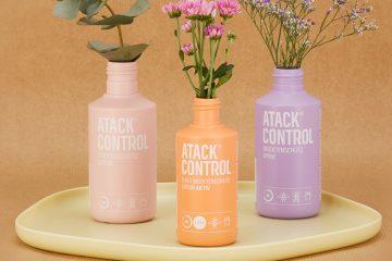 Bunte Insektenschutzflaschen, in denen Blumen stehen