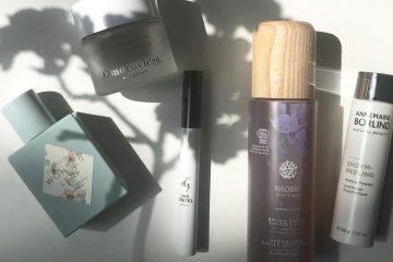 Parfumflakon, Gesichtsmaske, Gesichtsspary und Wimerntusche