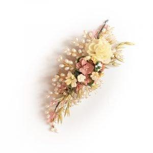 Haarspange mit Blumenverzierung