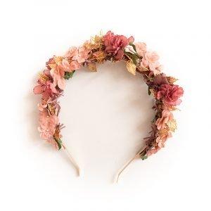 Haarkranz mit rosafarbenen Blumen