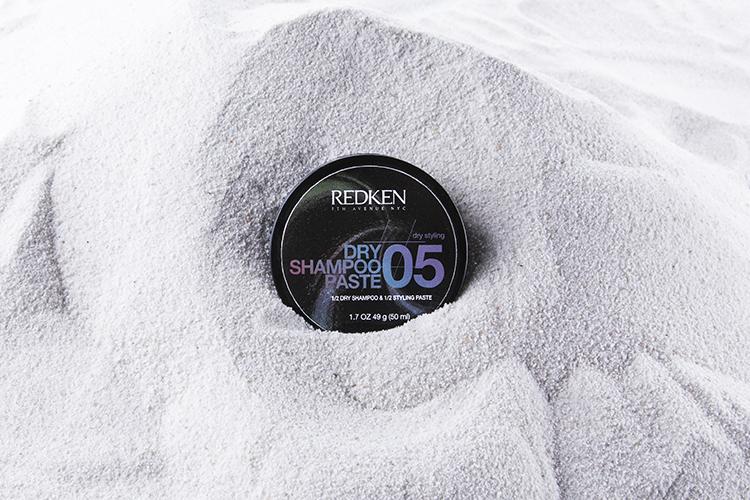 Redken Dry Shampoo Paste Tiegel im Sand