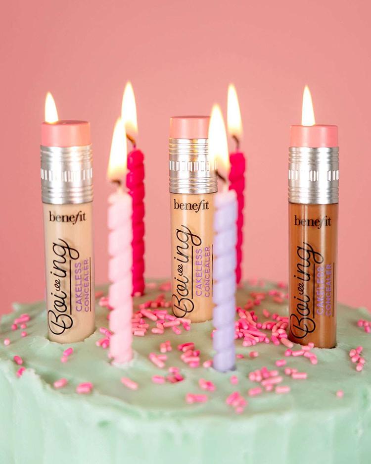 Kuchen mit Kerzen und Concealern