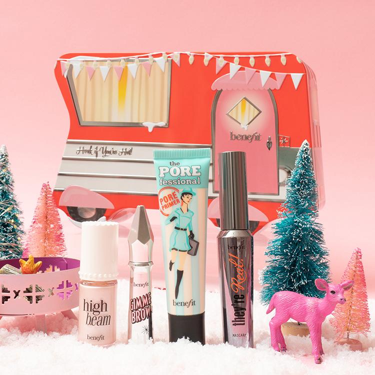 Geschenkset von Benefit mit Make-up Produkten