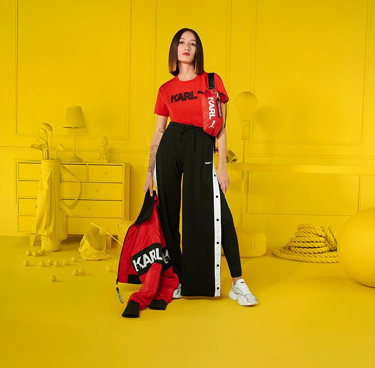 Frau trägt Streetstyle-Look von PUMA x KARL LAGERFELD