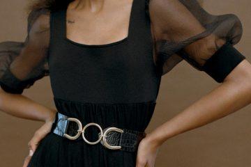 Frau trägt Taillengürtel