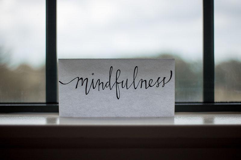 baltt papier auf dem mindfulness steht