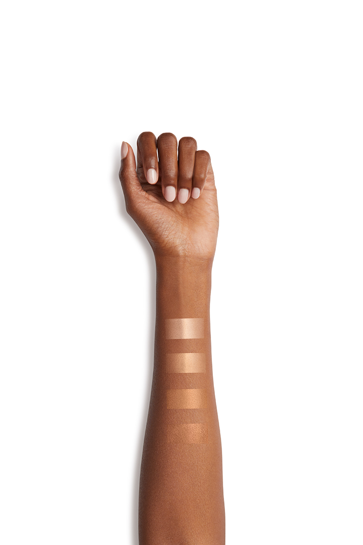 Nars Tinted Glow Arm mit Swatches