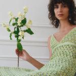 frau mit grünem kleid