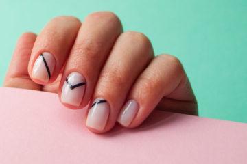 lackierte fingernägel