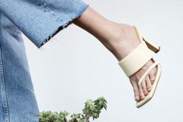 fuß mit weisser sandale