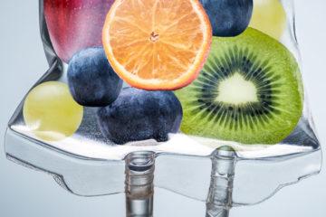 infusionsbeutel mit früchten