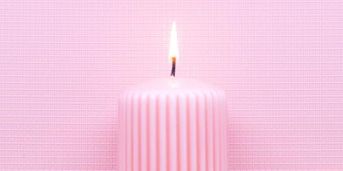 kerze in rosa
