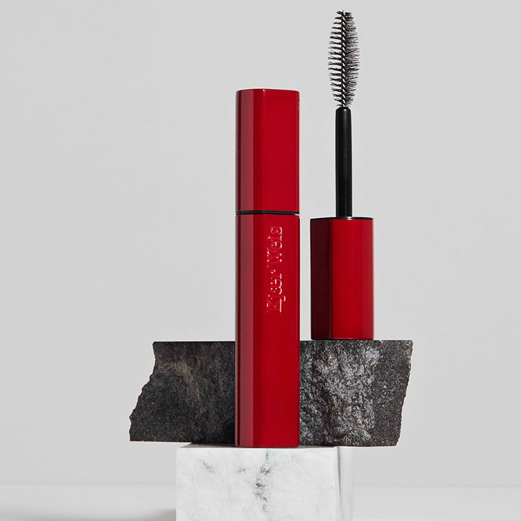 Im-Possible-Mascara-Product-Editorial-01-Flowing